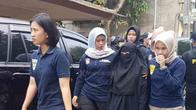 Terduga Istri Teroris Tangerang Dibekuk, Masih Kenakan Cadar Hitam