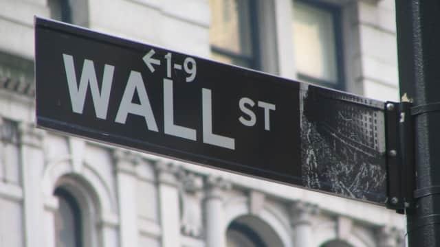 Wall Street Anjlok Akibat Ketegangan di Italia dan Arab