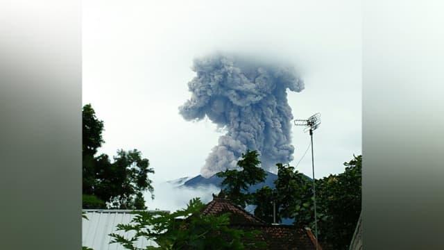 Gunung Agung Erupsi, Muntahkan Awan Panas Setinggi 1,5 Km