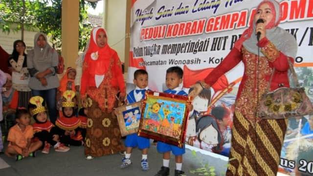 Siswa Pra-Sekolah Lelang Lukisan Bantu Korban Gempa NTB