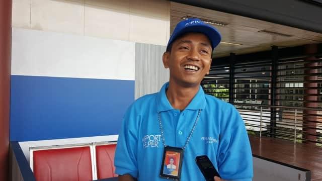 Kisah Helper Bandara Soetta, Tangan Bengkak karena Tolak Tip