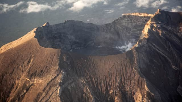 Gunung Agung Kembali Erupsi, Muntahkan Kolom Abu Setinggi 1.000 Meter