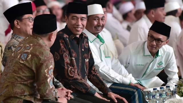 Para Kiai di Pangkuan Jokowi