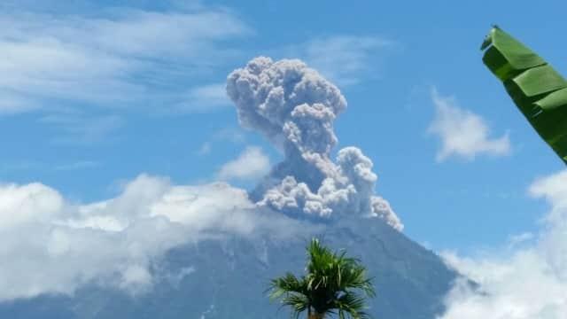4 Penerbangan Asing Batal ke Bali Gara-gara Erupsi Gunung Agung