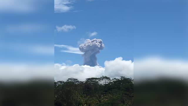 Erupsi Gunung Agung Dipastikan Tak Ganggu Aktivitas Penerbangan