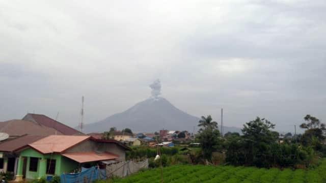Gunung Sinabung Erupsi Lagi, Tinggi Abu Vulkanik 1.000 Meter