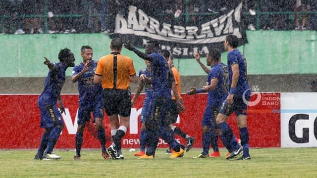 Sepak Bola Mungkin Terlalu Rumit Buat Indonesia