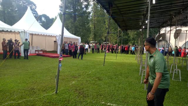 Jokowi Ikut Lomba Kicau Burung Piala Presiden di Kebun Raya Bogor