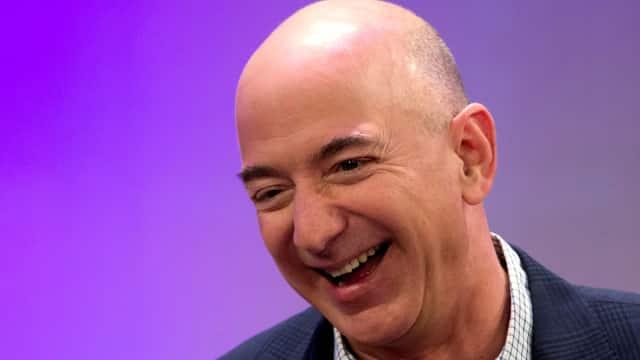 Infografik: 9 Hal yang Bisa Kamu Beli dari Kekayaan Jeff Bezos
