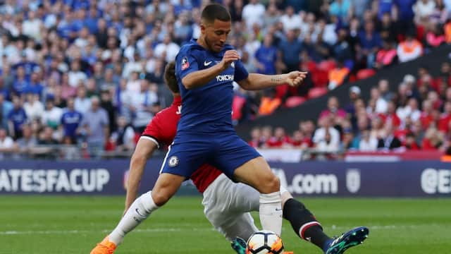 Babak I Final Piala FA: Hazard Bawa Chelsea Unggul atas United