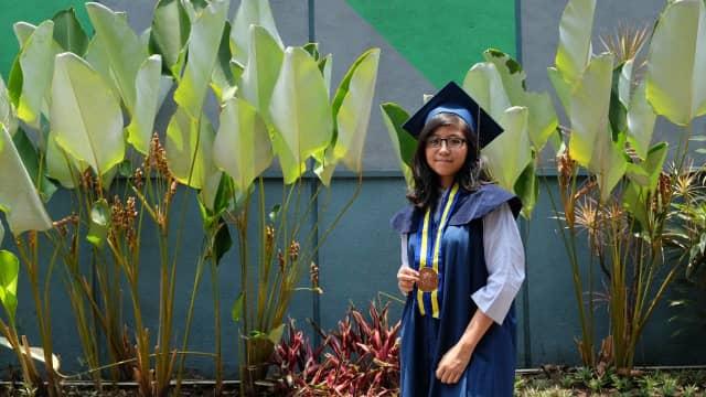 Lulus di Usia 18 Tahun, Kalyana Anjani Jadi Wisudawati Termuda ITB