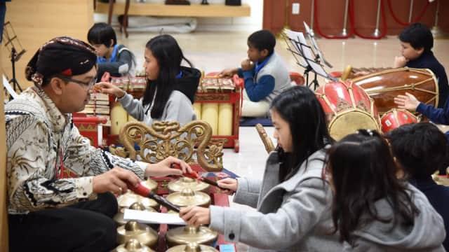 Murid SD Internasional di Seoul Ketagihan Main Gamelan