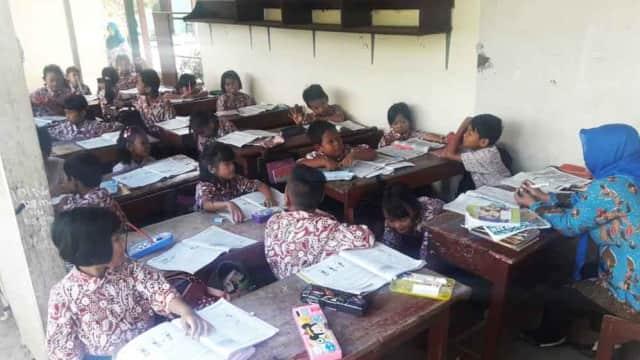 Reaksi Pemkab Tulungagung atas Siswa SD Belajar Dekat Kandang Sapi