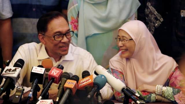 Istri Anwar Ibrahim Akui Pernah Ditawari Raja Malaysia Jadi PM
