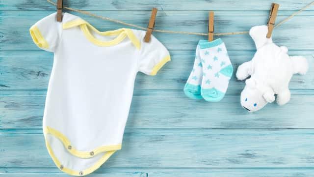 4 Jenis Bahan Pakaian Bayi yang Nyaman dan Adem