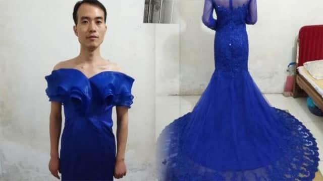 Gaya Lucu Penjual Pakai Gaun Dagangannya untuk Memikat Pelanggan