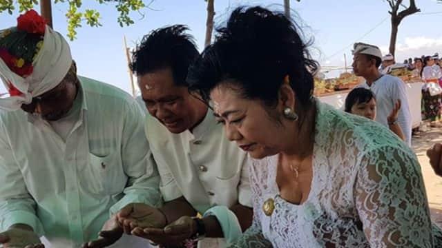 Ketua DPD I Golkar Bali Malukat Bersama Ribuan Umat