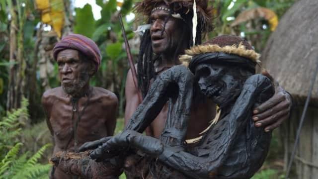 Mumifikasi oleh suku asmat