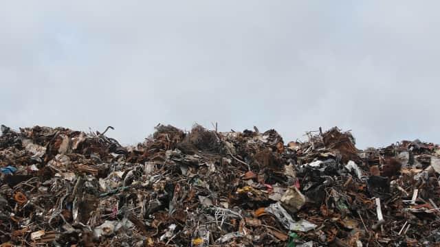 Sekolah di Kamboja Mewajibkan Siswanya Bayar Uang Sekolah Pakai Sampah