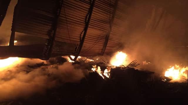 Tak Ada Korban Jiwa dan Luka dalam Kebakaran Pabrik Payung di Depok