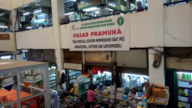 Omzet Penjualan Obat di Pasar Pramuka Anjlok 80%