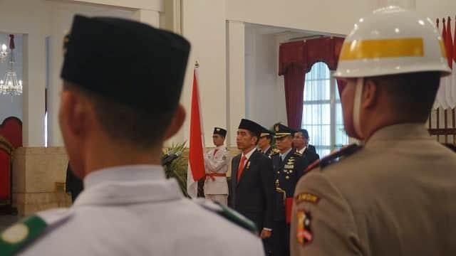 Tanpa Baju Adat, Jokowi - JK Hadiri Upacara Penurunan Bendera