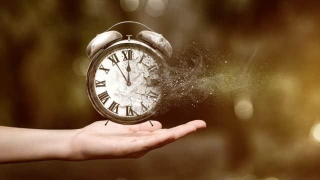 Dilatasi Waktu: Efek Dari Perjalanan Ke Luar Angkasa
