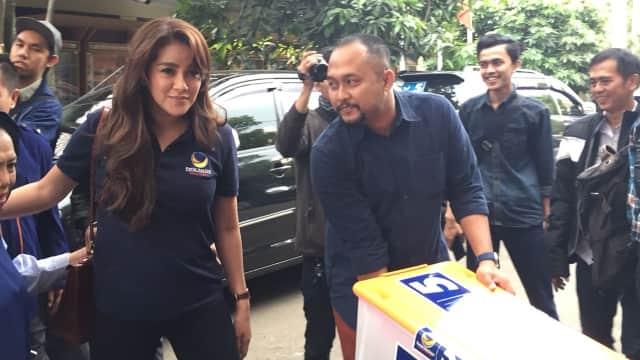 Jadi Kader, Olla Ramlan Dampingi Pendaftaran Caleg NasDem ke KPU Jabar