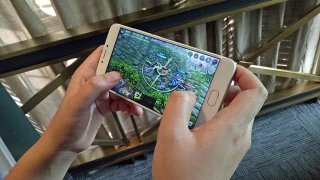 App Store dan Google Play, Siapa yang Terbaik di 2017?