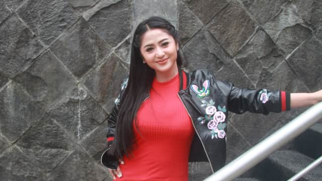 Terikat Kontrak Kerja, Dewi Persik Tunda Miliki Momongan
