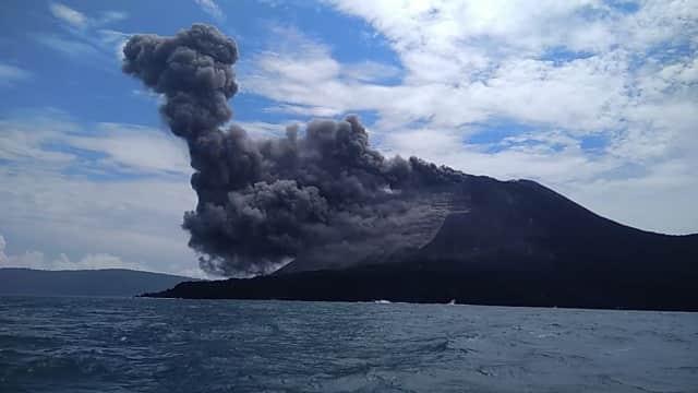 Gunung Anak Krakatau Erupsi, BNPB Pastikan Status Tetap Waspada