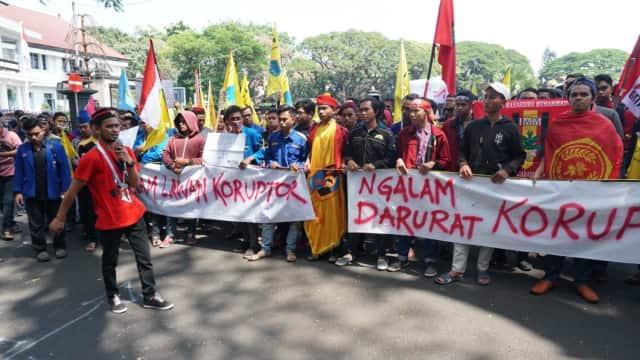 Menghalau Kutukan Lembaga Terkorup di Parlemen