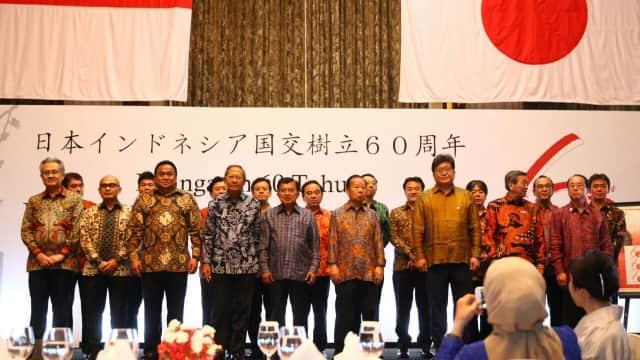 JK Apresiasi Utusan Khusus PM Abe Kenakan Baju Batik