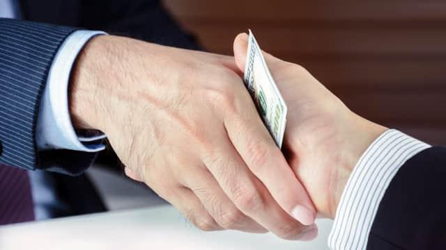 Menjadi Anggota DPR dan Sistem Pencegahan Korupsi