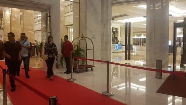 Jokowi Tiba di Medan, Disambut Kahiyang dan Bobby