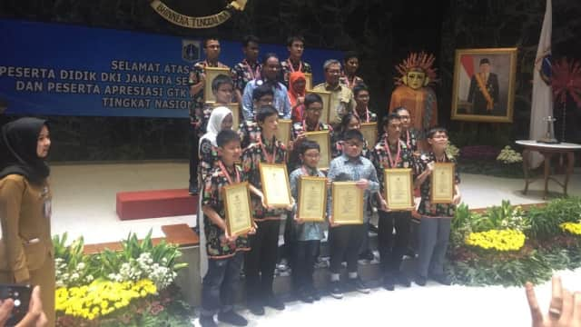 Anies Terima Kedatangan 17 Siswa Pemenang Olimpiade Sains Nasional
