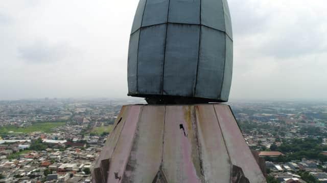 Pucuk Menara Jakarta Islamic Center Miring Diterpa Angin Kencang