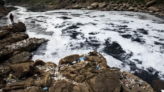 Bagaimana Indonesia Bisa Melawan Pencemaran Plastik?