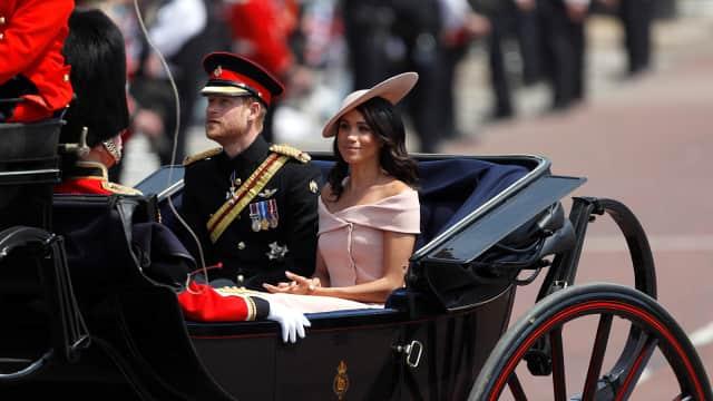 Baru Menikah, Meghan Markle Kembali Langgar Aturan Busana Kerajaan
