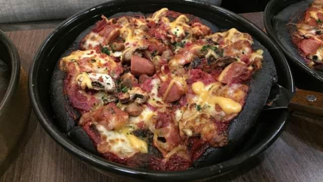 Black Pizza dan Meat Monsta, Kombinasi Berani Menu Baru Pizza Hut
