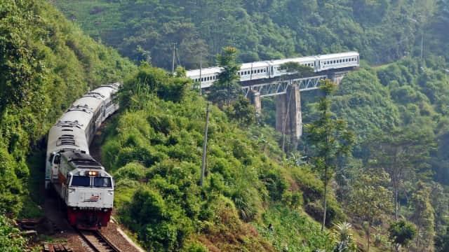 Pemerintahan Jokowi Targetkan Jalur KA Baru 735 Km di Akhir 2018
