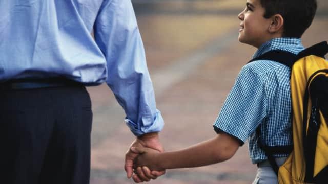 Alasan Ayah Perlu Turut Hadir pada Pembagian Rapor Anak