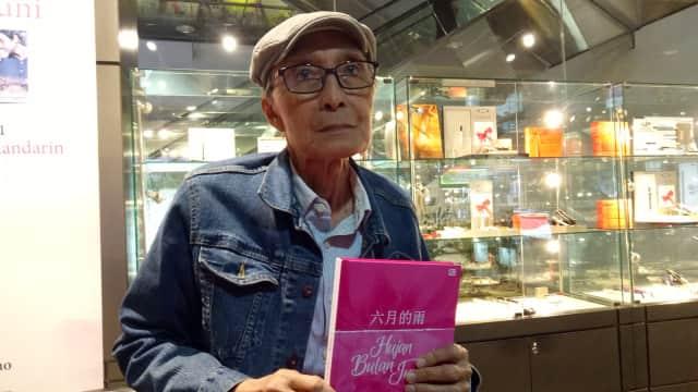 Antologi Puisi 'Hujan Bulan Juni' Diterjemahkan ke Bahasa Mandarin