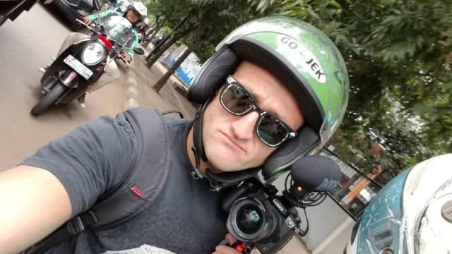 Cerita Lucu YouTuber Casey Neistat Nyasar Naik Go-Jek di Jakarta