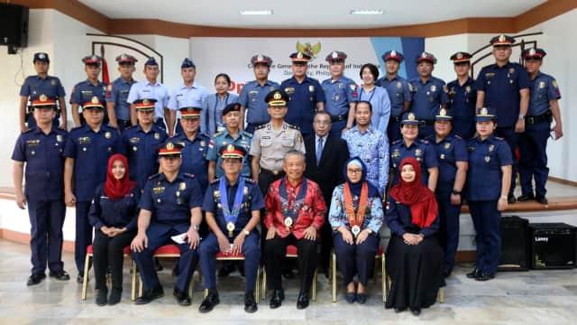 60 Polisi Filipina Belajar Bahasa Indonesia