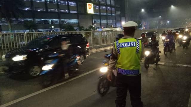 Polisi Tangkap Pengemudi yang Seret Polantas di Jalur TransJ Matraman
