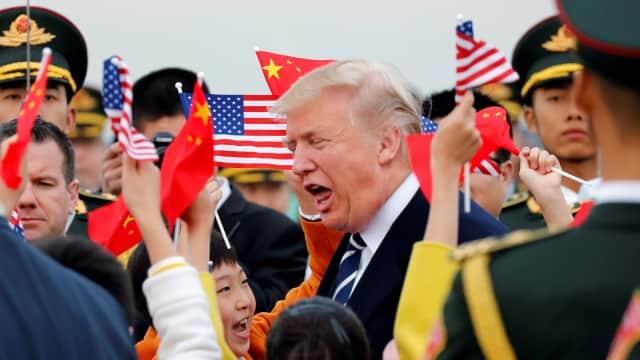 Ketika Koper Tombol Nuklir Donald Trump Bikin Keributan di China