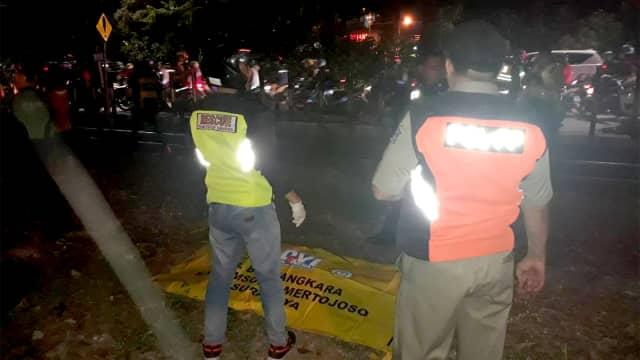 Seorang Wanita Tanpa Identitas Tewas Tersambar Kereta Api di Surabaya