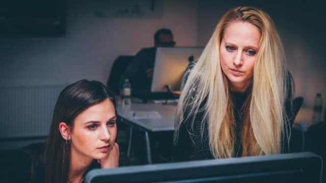 Jebakan Fleksibilitas di Balik Waktu Kerja yang Panjang