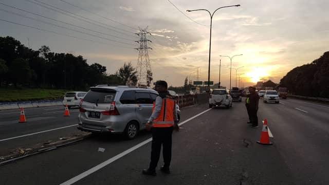 Urai Kemacetan, Contraflow di Tol Cikampek Diperpanjang hingga KM 53